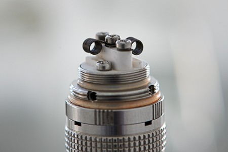 SMOK X-PURE mit Microcoil. Acht Windungen 0.5 Ohm