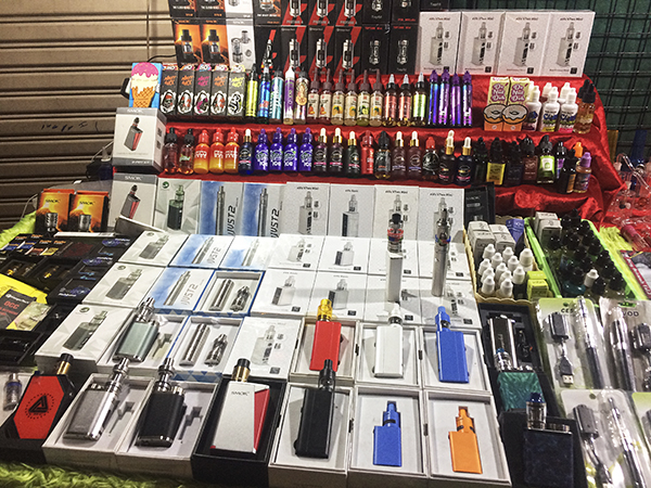 Stand mit E-Zigaretten in Thailand